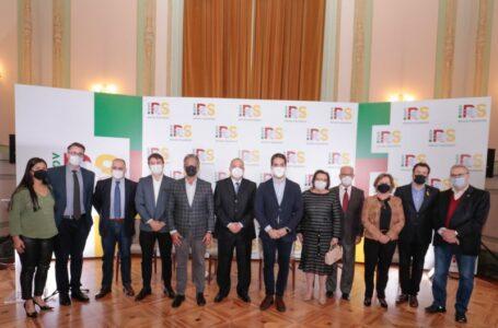 Governador Leite e secretária Silvana Covatti prestigiaram a posse de Rodrigo Machado, no Irga (Foto: Itamar Aguiar/Palácio Piratini)