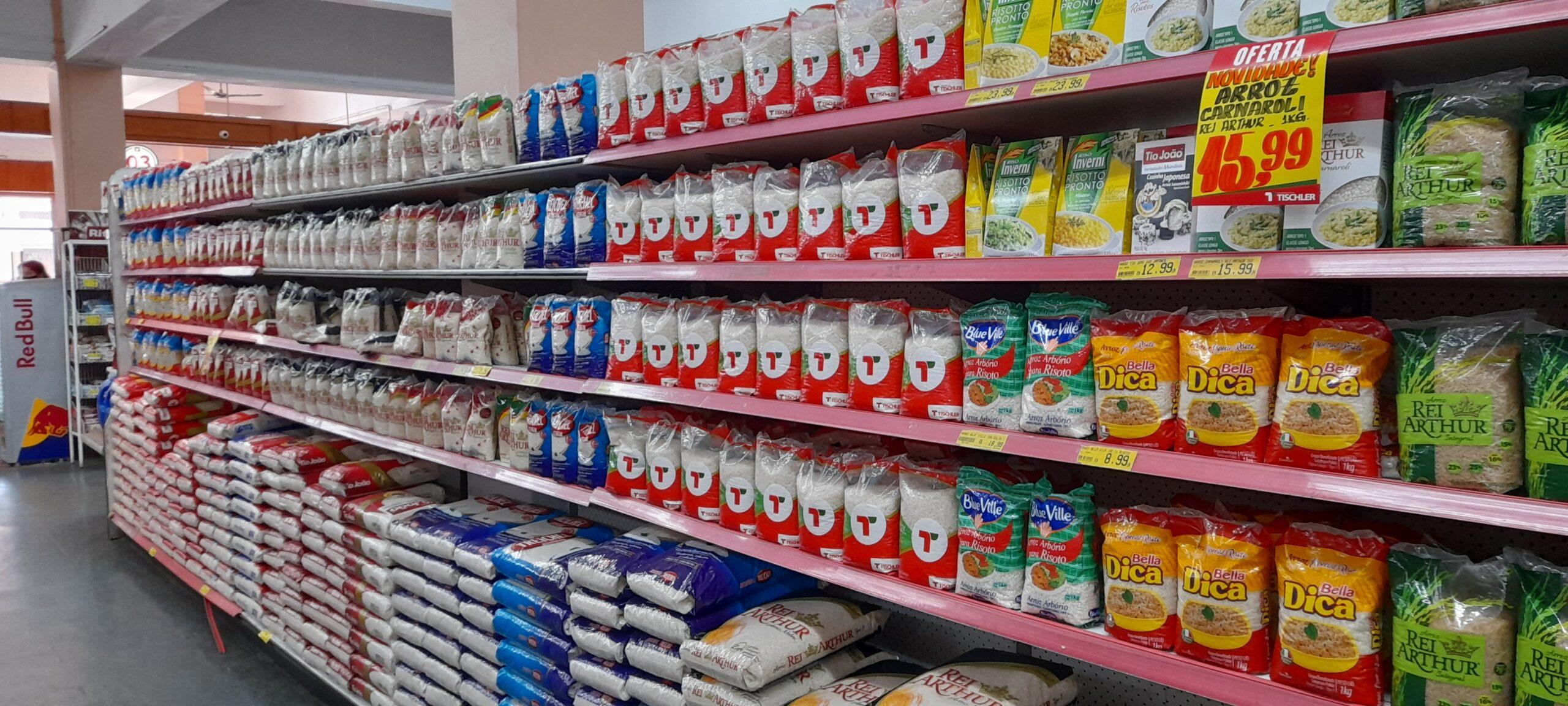Arroz está entre os produtos que os supermercadistas consideram com alta exagerada (Foto: Robispierre Giuliani)