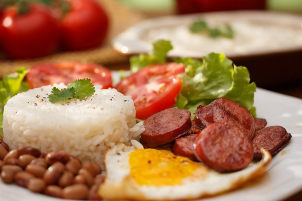 Arroz e feijão sobem 60% em um ano e prato feito fica 23% mais caro