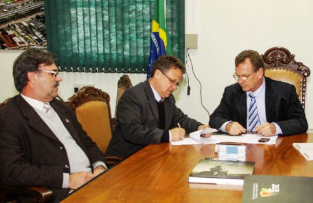 Assinatura do edital dá prosseguimento ao processo de atualização dos quadros do instituto